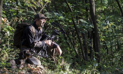 Quelli che cacciano i cinghiali armati di arco e frecce. Ad Alzano