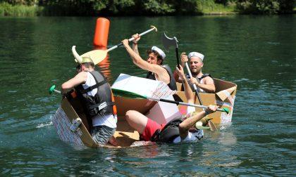 La pazza gara di canoe di cartone adesso è anche per genitori e figli