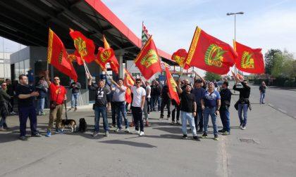 La rabbia dei lavoratori Sematic L'azienda vuol licenziare 60 persone