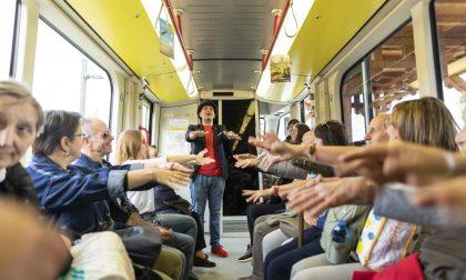 Cinquemila per la festa del tram Le foto degli spettacoli a bordo