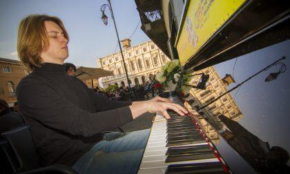 Piazza Vecchia, concerto silenzioso per la chiusura del Bergamo Festival