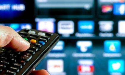 """Cos'è il """"pezzotto"""", la tv pirata che ha più clienti di Mediaset"""