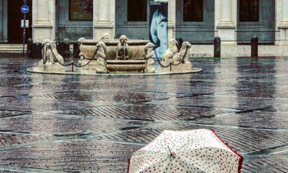 Un ombrello, la pioggia e Città Alta – Cristina Leoni