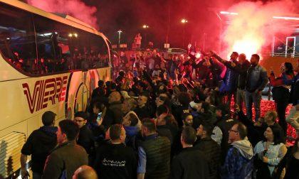 Partiti soltanto in 46 per Napoli al ritorno in migliaia a festeggiare