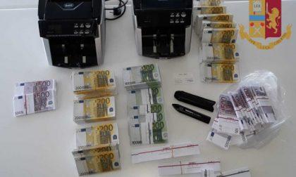 Pagano ben 650mila euro di gioielli con banconote fac-simile, arrestati