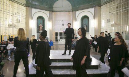 Un'inedita danza liberatoria nella rotonda di San Vittore