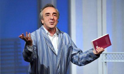 Il capochinismo (guardare per terra) di Silvio Orlando, in pigiama a teatro