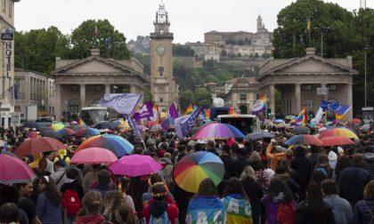 L'album del Bergamo Pride 2019 Sorrisi e colori sotto un cielo grigio