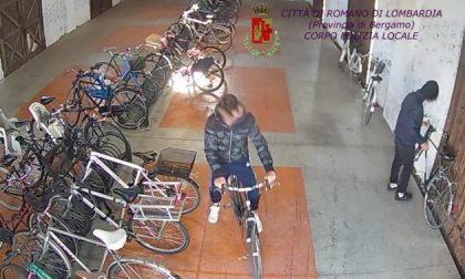 Baby ladri di biclette a Romano Due adolescenti colti sul fatto