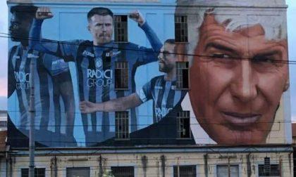 Il grande murale a Boccaleone saluta la partenza degli eroi