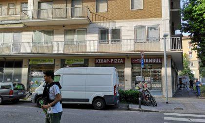 Prova a vendere hashish a due agenti in via Paglia: in manette un 33enne