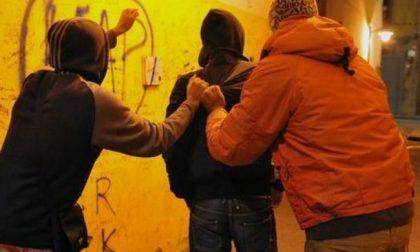 Baby gang di nuovo in azione a Treviglio: adolescenti circondati, rubata una bicicletta