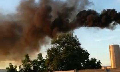 Fumo nero ad Azzano, il Comune vuole vederci chiaro (è il minimo)