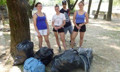 Quei tredici ragazzi che ad Alzano puliscono le strade e le sponde