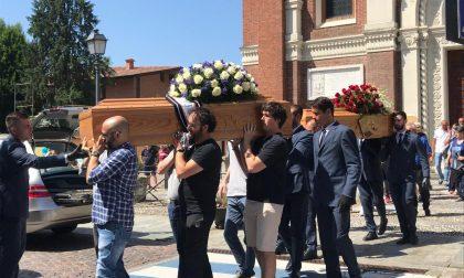 Tragedia di Terno, commozione al funerale di madre e figlio