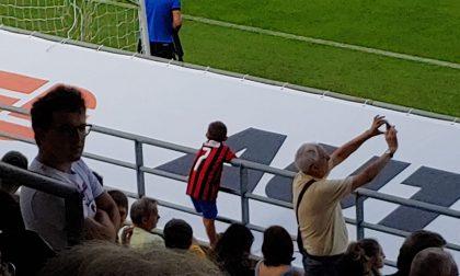 Dedicato a Riccardo, 7 anni a Clusone con maglia del Milan
