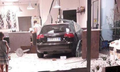 Perde il controllo della sua Audi Fine corsa dentro la piadineria