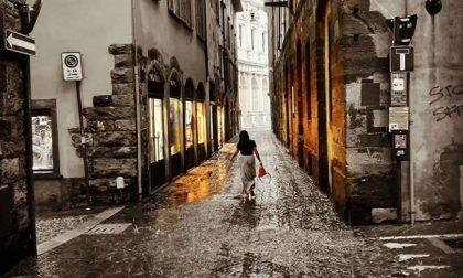 Sola nella pioggia - Thomas Chigioni