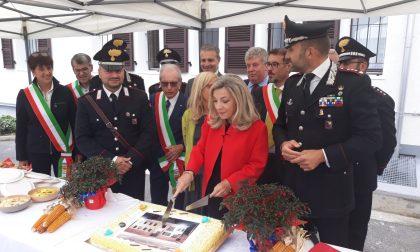 Gandino abbraccia i carabinieri (merito della caserma ritrovata)