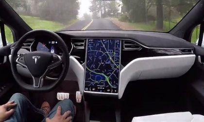 «Ma va da sola. Che macchina è?» Benvenuti sull'astronave Tesla