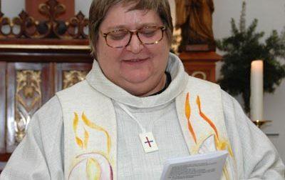 La Chiesa apre alle donne intanto solo per i funerali