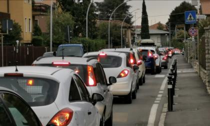 Mozzo, la gente è incavolata nera Il traffico è tutta colpa di Curno