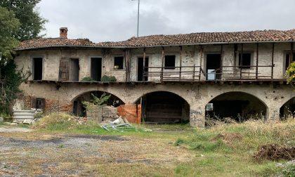 A Torre è scoppiata la polemica sull'ex convento ormai in rovina