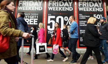 Il consumismo celebra l'apoteosi E per Amazon è il giorno d'oro