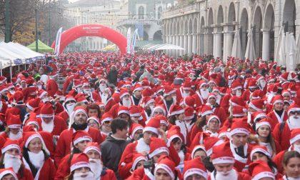Il Natale è tutto un movimento Di corsa, in bicicletta o in moto