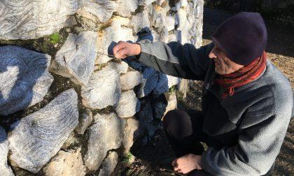 Quelle mille pietre di Remo Ponti ad Albino. Tutte scolpite con la sua anima (a 81 anni)