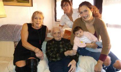 Una foto indimenticabile a Gorle: dalla trisavola alla neonata, cinque generazioni insieme