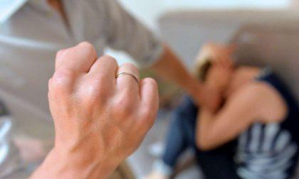 Picchia per 20 anni la moglie, che è preside di una scuola privata: condannato