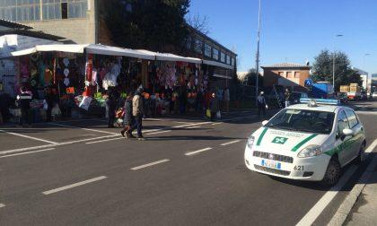 Multe agli automobilisti al mercato in via Spino, il Comune spiega il motivo dell'operazione