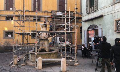 Sono iniziati i lavori di restauro alla Fontana del Delfino in via Pignolo dopo il concorso vinto online