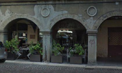 Morto sul lavoro il pizzaiolo del Vasinikò, in piazza Pontida: malore fatale