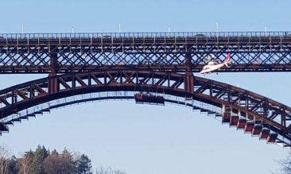 Trovato morto 35enne, si è buttato dal ponte di Calusco