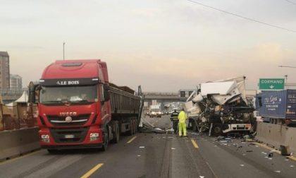Per chi va a Milano, attenzione: autostrada A4 chiusa per un grave incidente tra camion