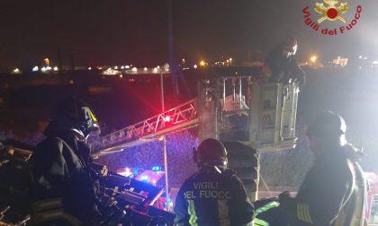 Brucia il tetto di una casa a Mapello, sul posto 3 mezzi dei Vigili del Fuoco