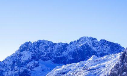 """Niente sci e niente escursioni: rischio valanghe, in Val Seriana e Val di Scalve si """"chiudono"""" le montagne"""