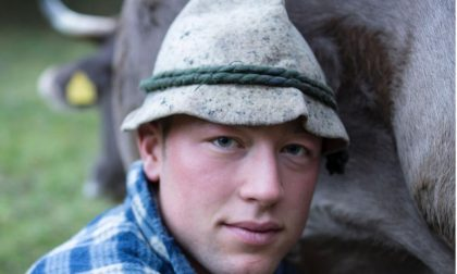 La scelta del giovane Daniel Moioli: nei prati sopra Nembro con una dozzina di mucche