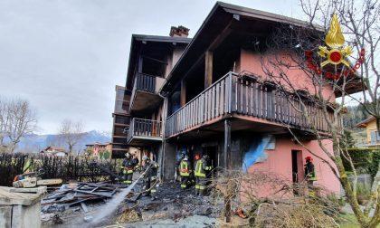 Le immagini dell'incendio in una villetta a Cerete domato dai Vigili del Fuoco