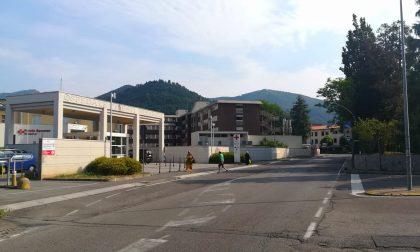 Tragedia all'ospedale di Alzano: settantenne precipita dal terzo piano e muore