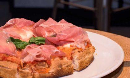 """Piazza della Libertà, locale stile """"Giulietta Vintage Pizza"""" di Mozzo"""
