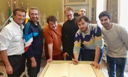 Da Sanremo a Palazzo Frizzoni: i Pinguini Tattici Nucleari han fatto visita a Gori