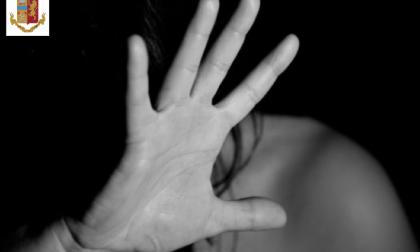 Filma di nascosto l'ex amante durante il sesso e poi la ricatta: arrestato un uomo