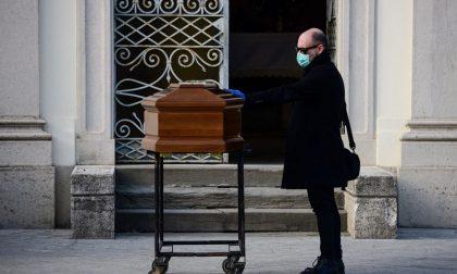 Da lunedì le onoranze funebri non lavoreranno più: «Abbiamo dato tutto, ora basta: ci fermiamo»