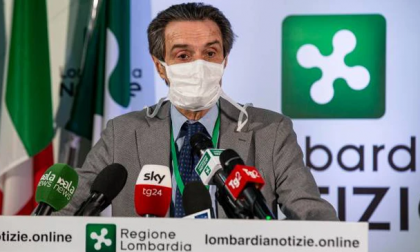 Fontana è ottimista: «Abbiamo fatto più tamponi, ma i contagi sono in riduzione»