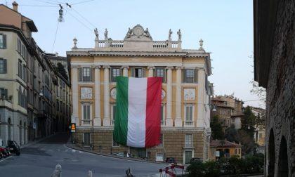 Bergamo non canta sui balconi, conta i suoi morti negli ospedali e nelle chiese