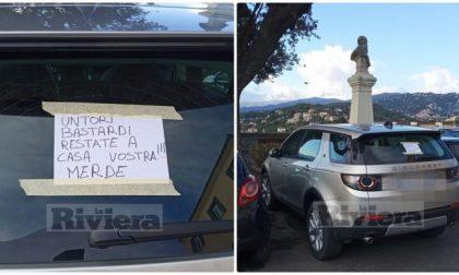 «Untori bastardi»: cartello choc su un'auto di Lodi parcheggiata a Imperia