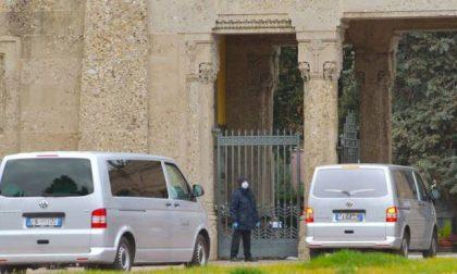 «Per favore, non interrompete il servizio»: l'appello di Palazzo Frizzoni alle pompe funebri